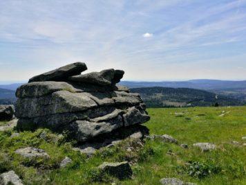 Teufelskanzel und Hexenaltar - Blick auf den Wurmberg