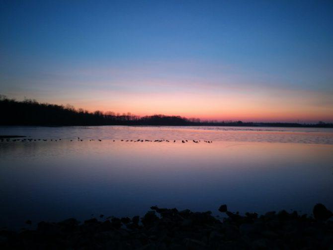 Sonnenuntergang am Edderitzer See im Januar