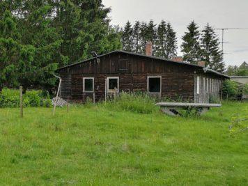 Ferienlager Neudorf (Harz) - Speisesaal und Tischtennisplatte