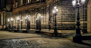 Straßenlaternen vor der Semperoper Dresden