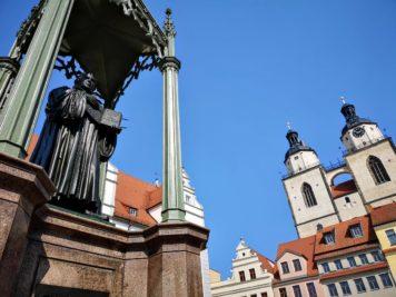 Wittenberg - Lutherdenkmal und Stadtkirche