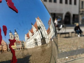 Wittenberg - Spiegelkugel am Marktplatz