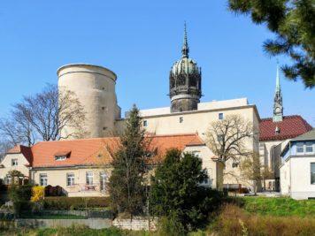 Wittenberg - Wallstraße mit Blick in Richtung Schlosskirche