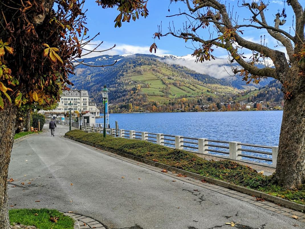Zell am See, Blick über den See bis zum Grandhotel