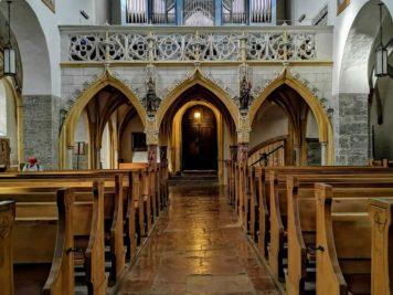 Empore mit Orgel in der Kirche zum Heiligen Hippolyt am Stadtplatz in Zell am See