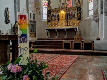 Chor mit Altar in der Pfarrkirche zum Heiligen Hippolyt Zell am See
