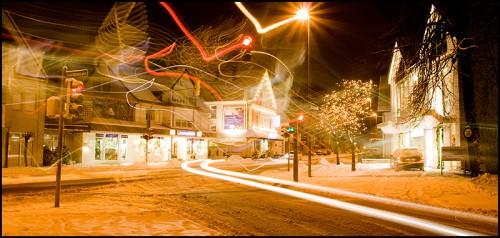 Lichtmalerei in an einem verschneiten Abend mit wundervollen Effekten