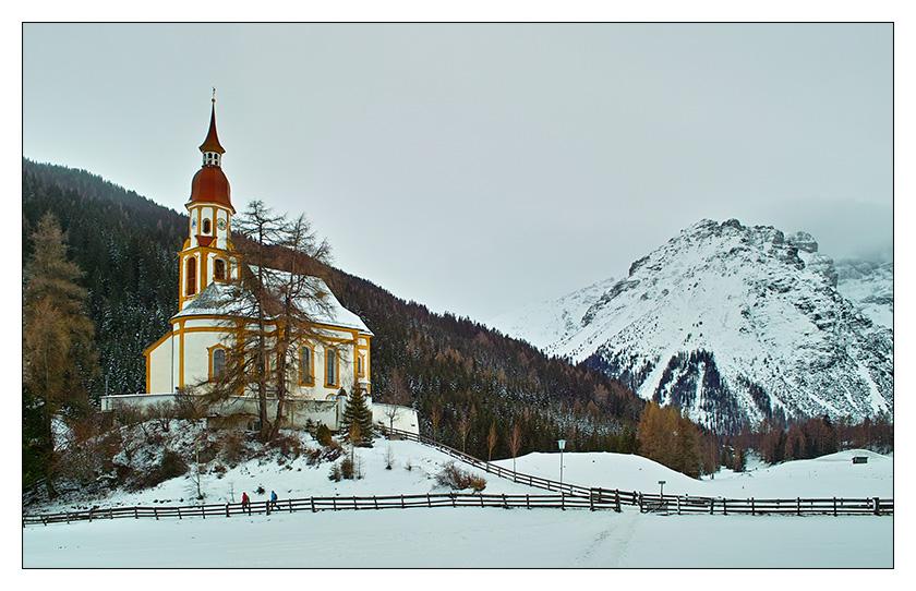 einsame Kirche in den Alpen