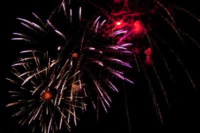 So schaut ein Feuerwerk fotografiert mit Blitz