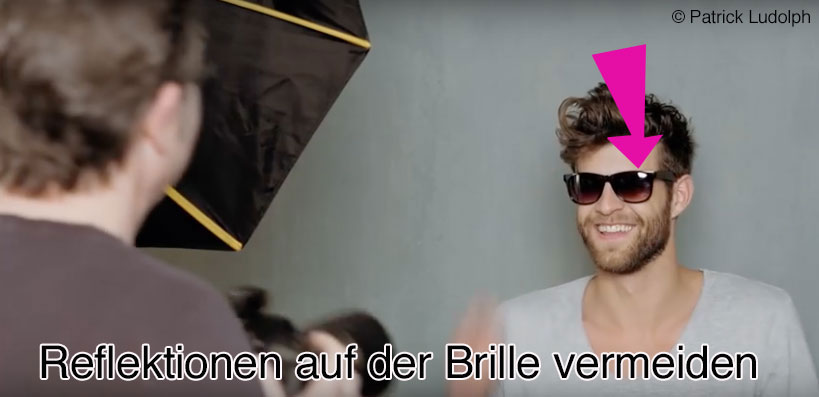 reflektion-auf-brille-vermeiden-video