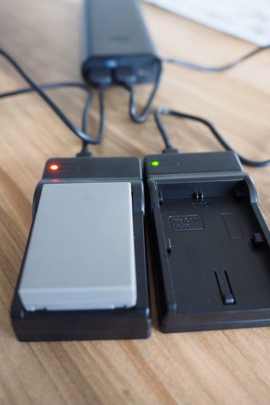 USB Akku-Ladegerät beim Aufladen